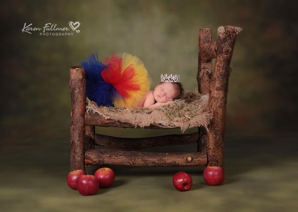 1_karenfullmerphotography_newborn_snow_white