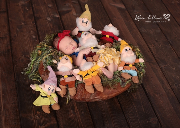 3_karenfullmerphotography_newborn_snow_white